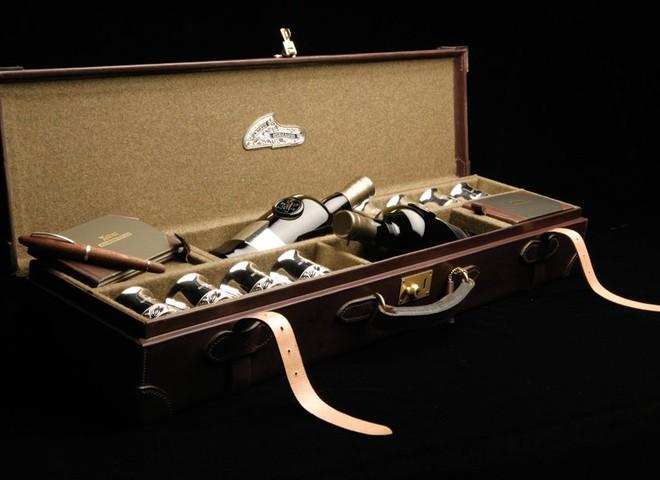 Две бутылки шотландского виски стоят €15 тыс.