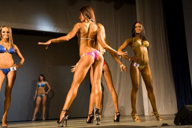 Мисс бикини с мышцами