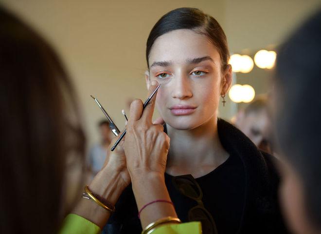 Макияж на Неделе моды в Нью-Йорке: персиковые тени