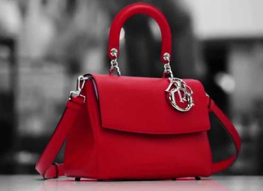 Як створюють сумки Dior