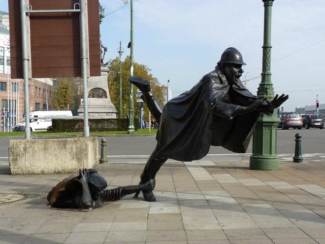 ТОП-10 найбільш незвичайних пам'ятників світ0