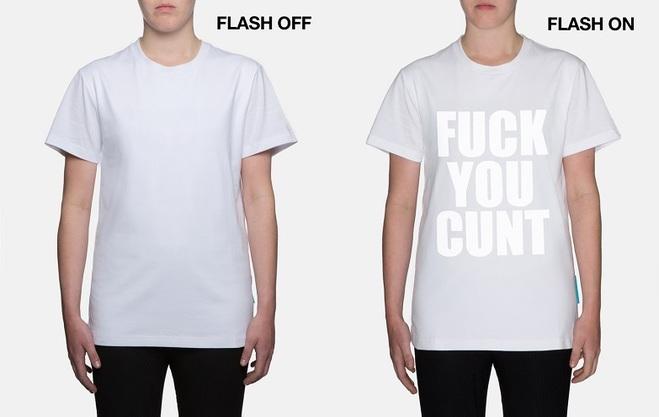 """Кейт Мосс випустила провокаційну футболку """"проти папарацці"""""""
