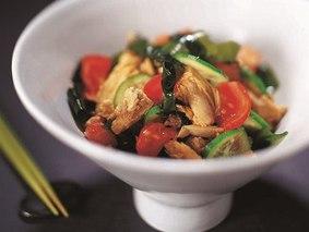 Салат из водорослей вакаме и тунца