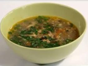 Постный чечевичный суп с орехами и грибами