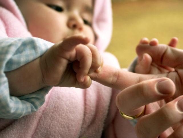 розвиток малюка першого місяця