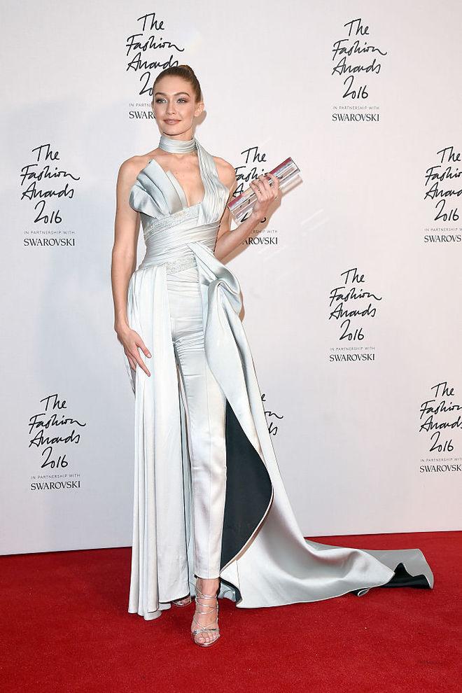 Образ дня: Джиджи Хадид в Atelier Versace