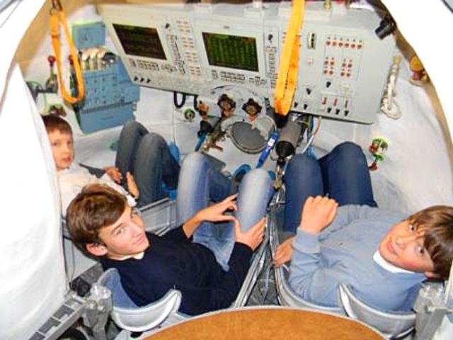 Школа для туристов: Школа для «космонавтов», Россия