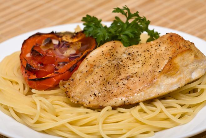 Куриная грудка со спагетти