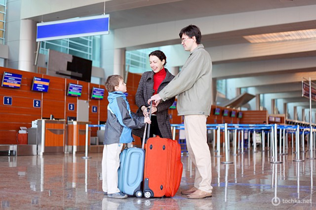 Виїзд дітей за кордон без батьків