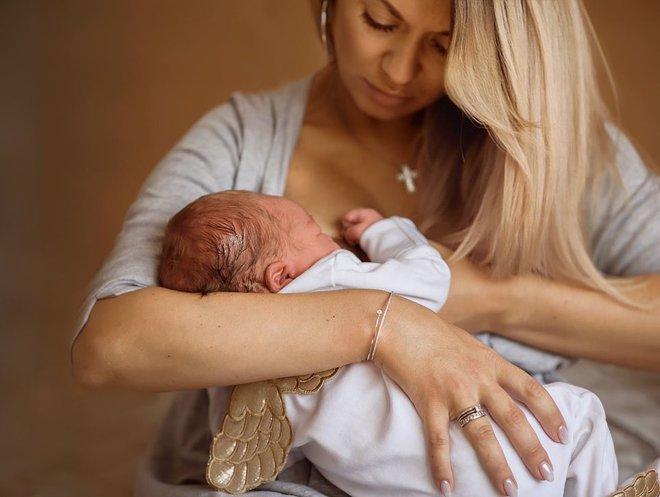 Анна Саливанчук с мужем и новорожденным сыном