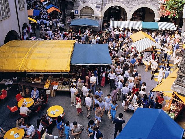 Куди туристу їхати за підробками: ринок Mercato del Sabato, Мілан, Італія