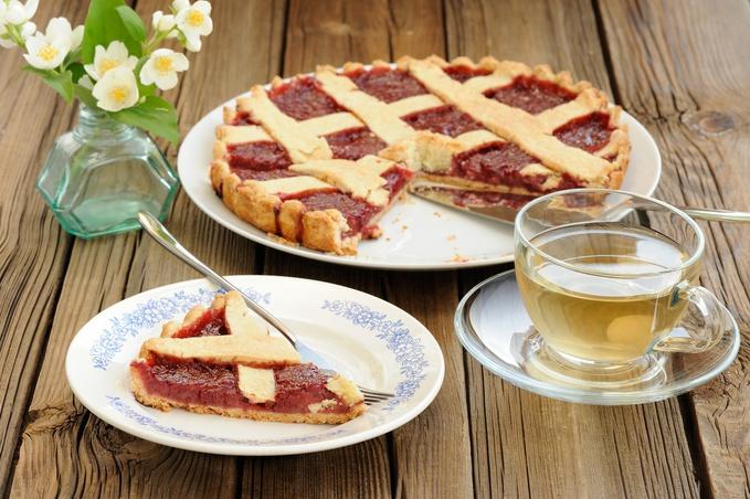 Пиріг з полуничним варенням