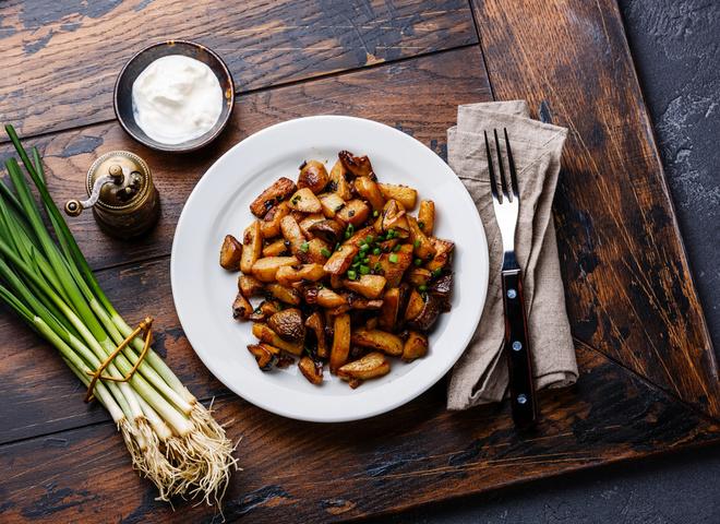 Жареная картошка с грибами: самый простой рецепт