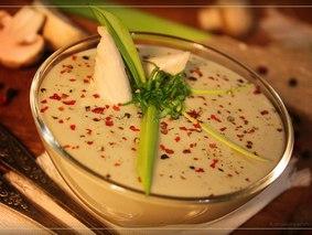 Картофельный суп-пюре с грибами и сыром.