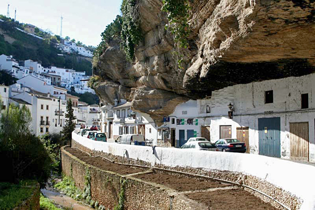 Сетениль-де-лас-Бодегас: загадочный город в скале