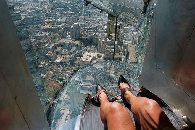 Самая экстримальная прозрачная горка на высоте 300 м