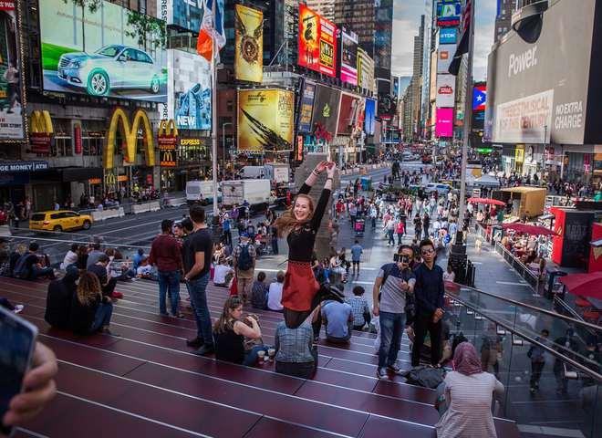 В фотообъективе: один день из жизни Таймс Сквер