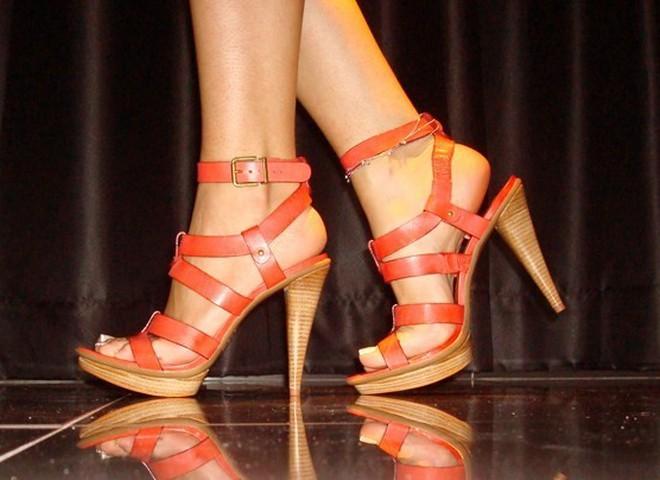 Взуй ніжки в модні босоніжки