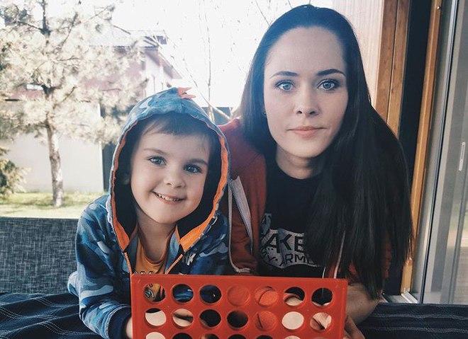 Юлия Санина с сыном