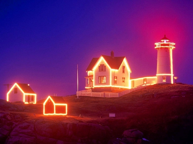 Cape Neddick Light: York Beach