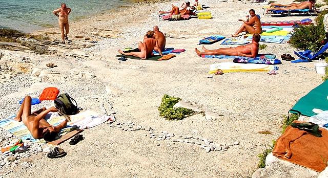 Нудисткие пляжи Черногории: Бульярица