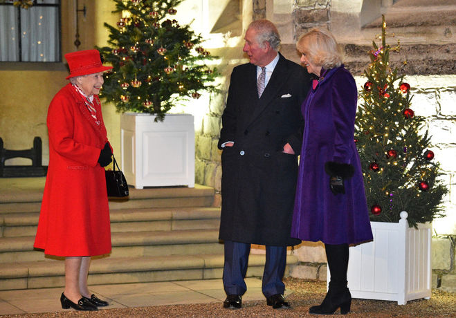 Елизавета ІІ и принц Чарльз с Камиллой