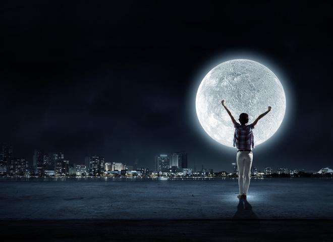 Молодий та повний місяць
