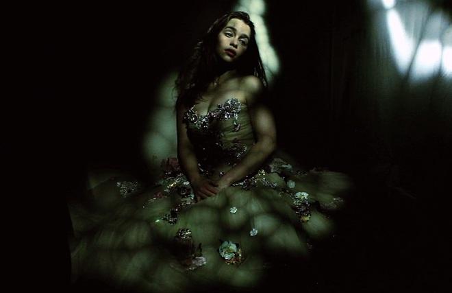 Емілія Кларк знялася для обкладинки Vogue UK