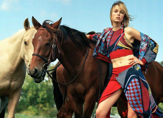 Стильные наездницы в весенней рекламной кампании Versace