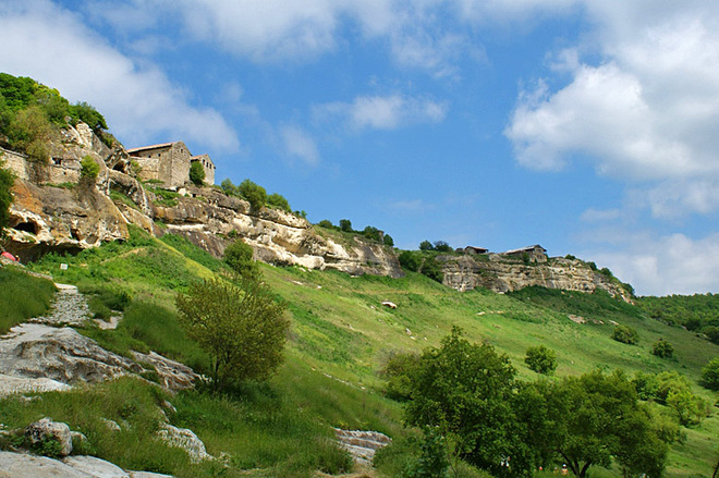 Визначні пам'ятки Криму : Гірське місто Чуфут -Кале