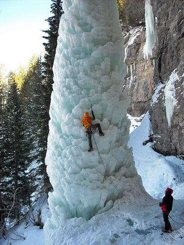 Удивительные замерзшие водопады