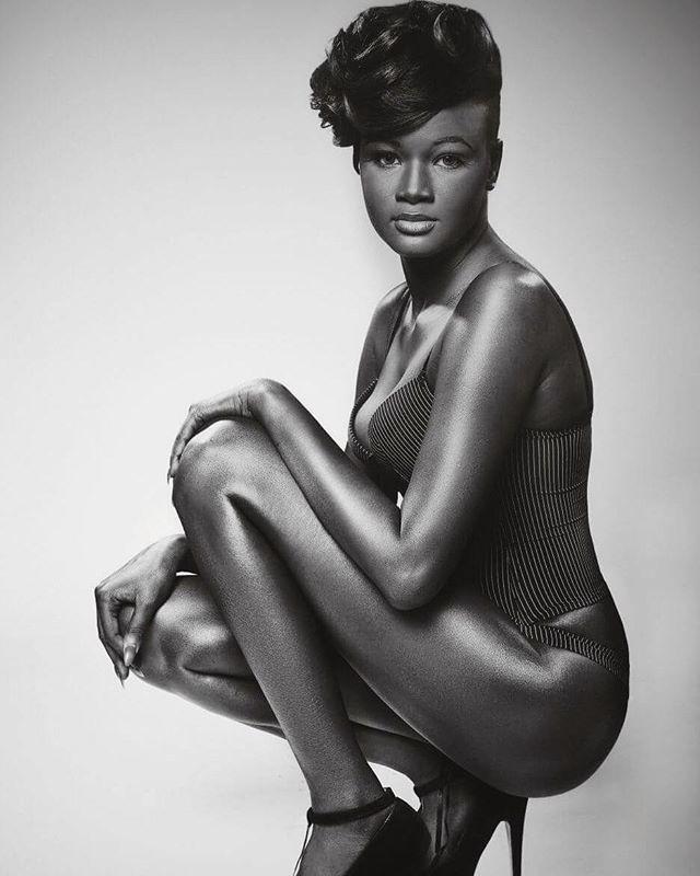 Худія Топ - модель з самої темною шкірою в світі