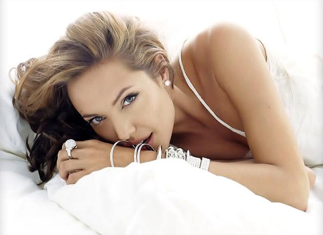 Анджелина Джоли обожает макияж со стрелками