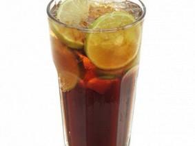 Сладкий чай с лимонадом и водкой