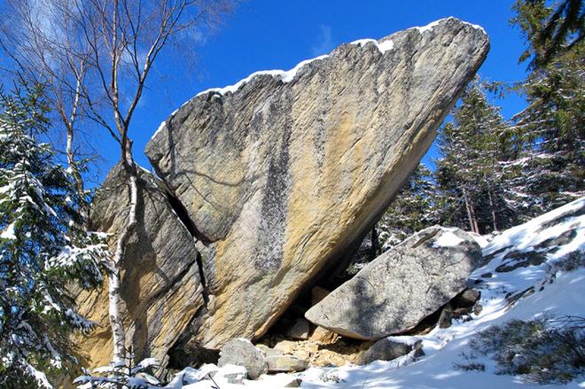 Скала Писаный камень