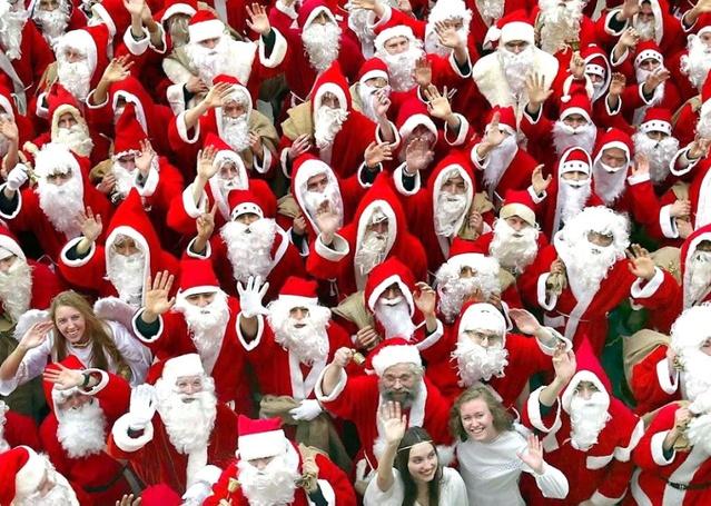 Открытка с Новым годом от Дедов Морозов