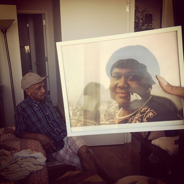Рианна показала семейные фото