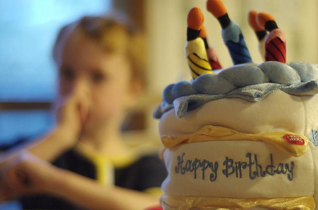 Как отмечают День Рождения в разных странах