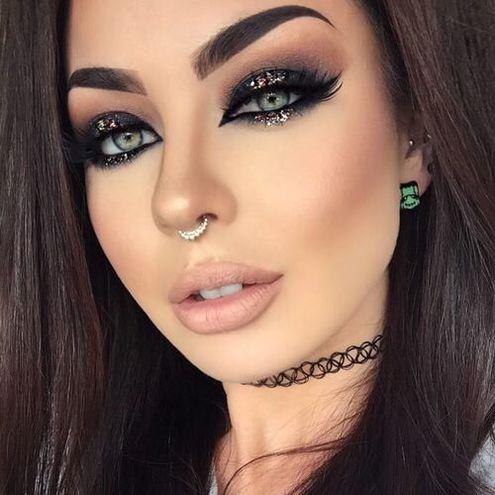 Блестки в макияже лица