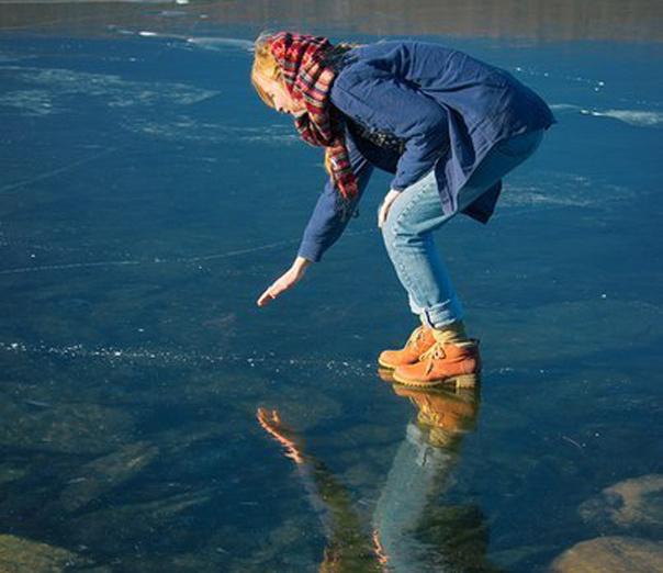 Молодой лед на горном озере