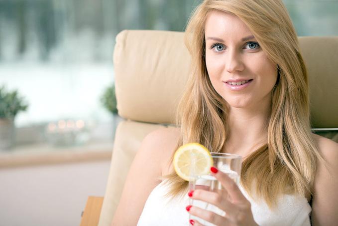 Коктейль здоров'я: в чому користь теплої води з лимоном