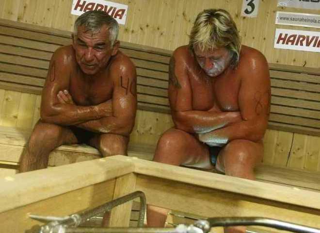 Порно с бабушкой в бане пока она купалась