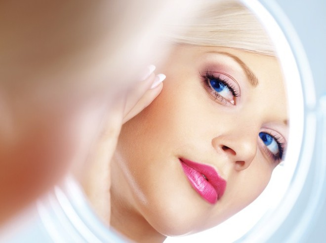 В моде осени 2011 женственные и романтичные оттенки помад.