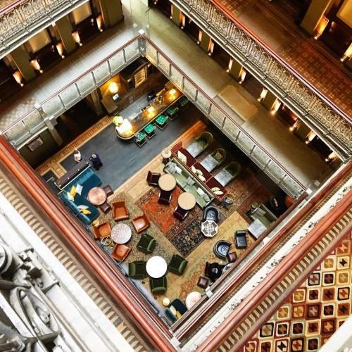 В Нью-Йорке старую заброшенную высотку превратили в роскошный отель