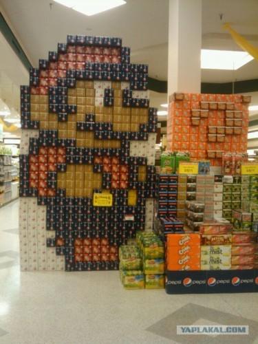 Супер марио из продуктов в супермаркете