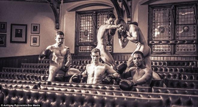 Сексуальный календарь с Кембриджскими спортсменами