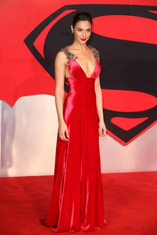 """Галь Гадот на прем'єрі фільму """"Бетмен проти Супермена: На зорі справедливості"""""""