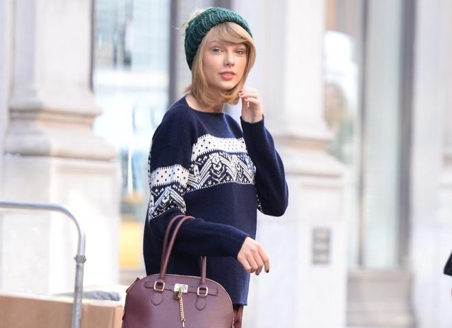 Звездный тренд: рождественский свитер