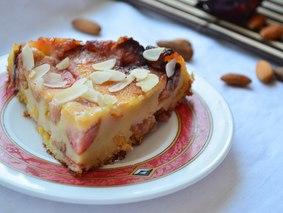Пирог-перевертыш со сливой
