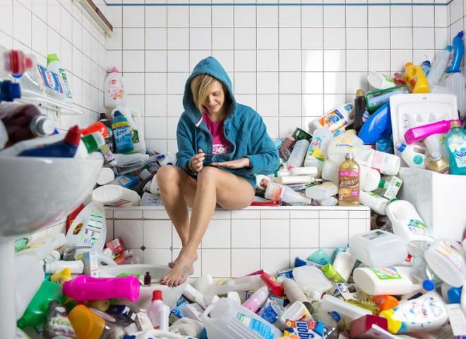 """""""#365 Unpacked"""": художник показал, как выглядит быт, если не выкидывать мусор 4 года"""